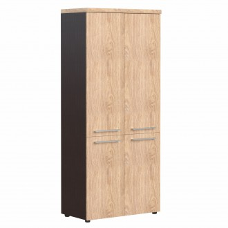 Шкаф с глухими средними и малыми дверьми