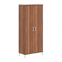 Шкаф высокий с замком в глухих дверях